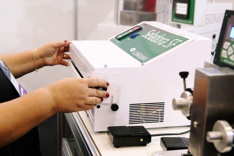 Seladora de embalagem com datador